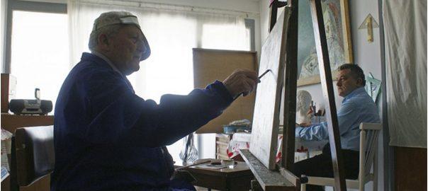 Carloandrés pintant un retrat a l'estudi. Foto Enrique Villalonga